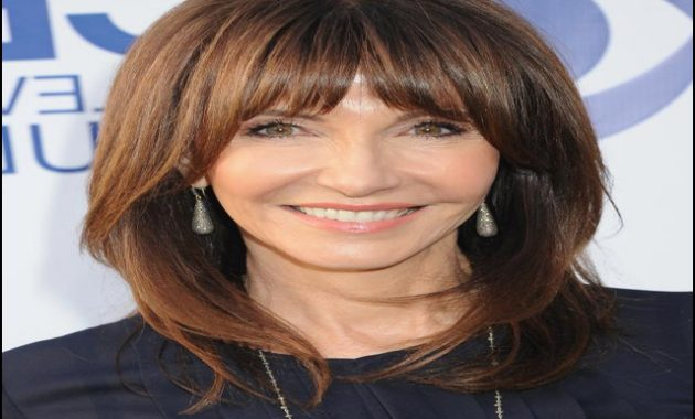 Medium Length Haircuts For Women Over 50 3