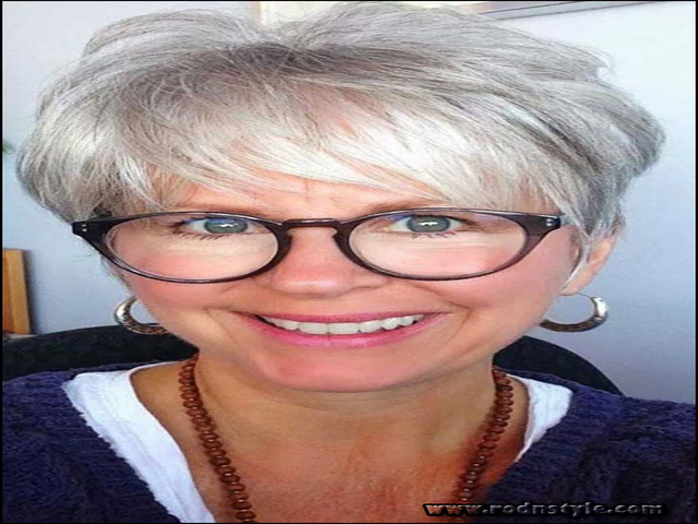 Hairstyles For Women Over 60 With Glasses 1