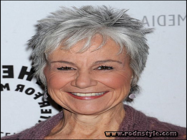 Short Haircuts For Grey Hair 12