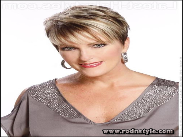 Short Haircuts For Mature Ladies 11