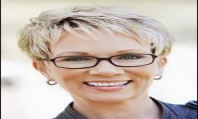 Short Hairstyles For Over 50 With Glasses 3